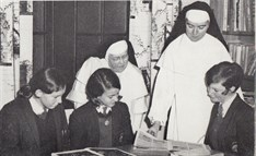 1967 Pic Of Nuns And Girls